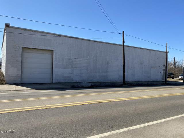 1226 E Michigan Avenue, Kalamazoo, MI 49048 (MLS #21006355) :: Ron Ekema Team