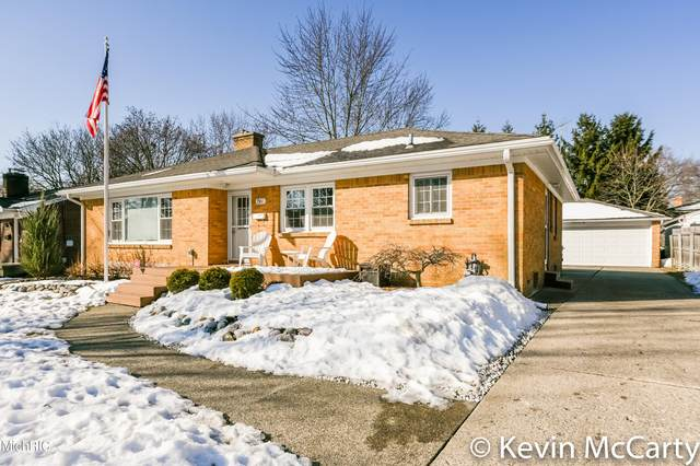 1867 Woodward Avenue SE, Grand Rapids, MI 49506 (MLS #21006495) :: Your Kzoo Agents