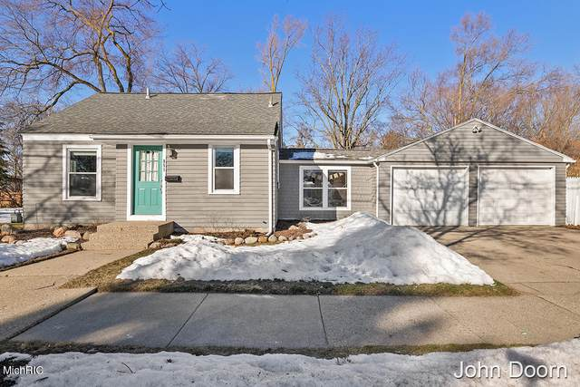 851 Ball Avenue NE, Grand Rapids, MI 49503 (MLS #21006583) :: Your Kzoo Agents