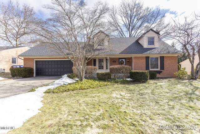 2142 Shawnee Drive SE, Grand Rapids, MI 49506 (MLS #21006610) :: Your Kzoo Agents