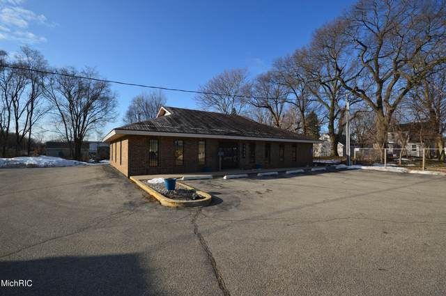 1373 E Laketon Avenue, Muskegon, MI 49442 (MLS #21006614) :: Deb Stevenson Group - Greenridge Realty