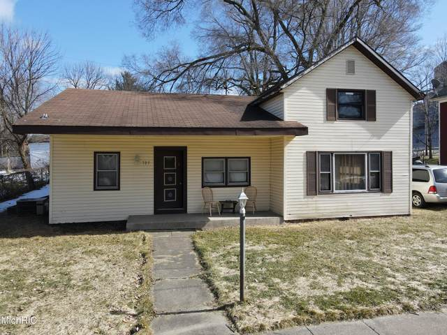 703 S Oak Street, Buchanan, MI 49107 (MLS #21006636) :: Deb Stevenson Group - Greenridge Realty