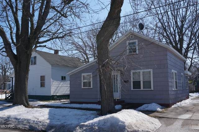 371 Oak Avenue, Muskegon, MI 49442 (MLS #21006689) :: Deb Stevenson Group - Greenridge Realty