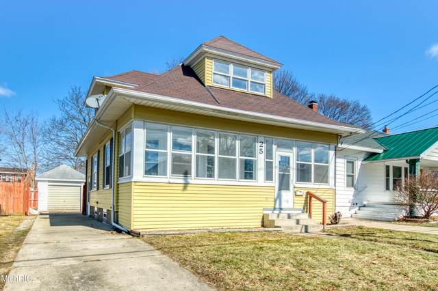 25 Elmwood Street NE, Grand Rapids, MI 49505 (MLS #21006693) :: Your Kzoo Agents