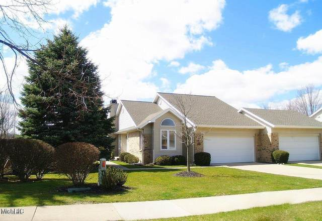 2231 Meadowglen Drive NE #26, Grand Rapids, MI 49505 (MLS #21006805) :: BlueWest Properties