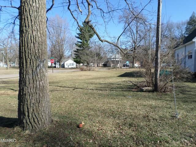 221 Lester Avenue, Dowagiac, MI 49047 (MLS #21007627) :: CENTURY 21 C. Howard
