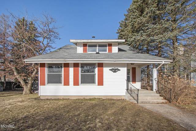 381 N Michigan Avenue, Shelby, MI 49455 (MLS #21008868) :: Your Kzoo Agents