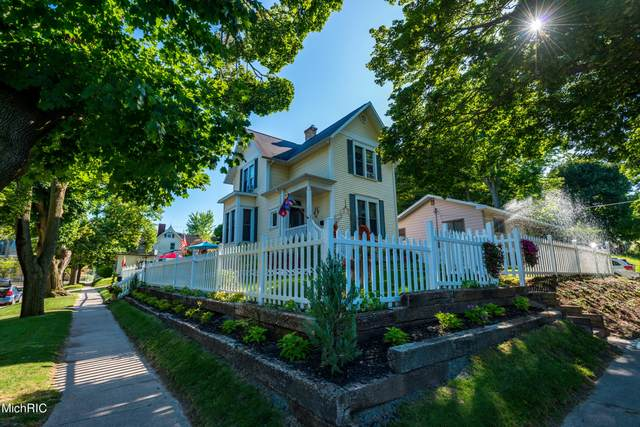 377 4th Street, Manistee, MI 49660 (MLS #21009061) :: Deb Stevenson Group - Greenridge Realty