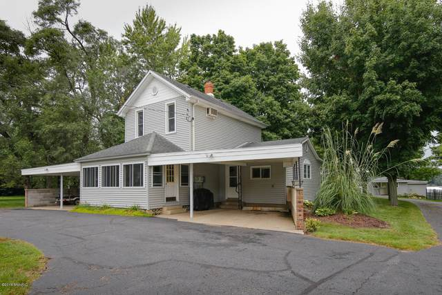 833 N Kalamazoo Street, Paw Paw, MI 49079 (MLS #21009242) :: Deb Stevenson Group - Greenridge Realty