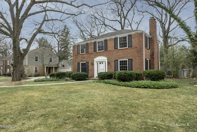 1055 Plymouth Avenue SE, East Grand Rapids, MI 49506 (MLS #21009627) :: Your Kzoo Agents