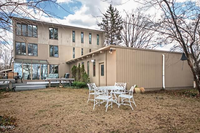 150 Higman Park Hill, Benton Harbor, MI 49022 (MLS #21009707) :: Deb Stevenson Group - Greenridge Realty