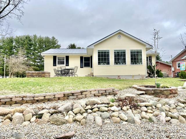 760 E Channel Drive, Coldwater, MI 49036 (MLS #21009933) :: Deb Stevenson Group - Greenridge Realty