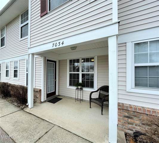 7034 S Cannon Place Drive #29, Rockford, MI 49341 (MLS #21010611) :: Ginger Baxter Group