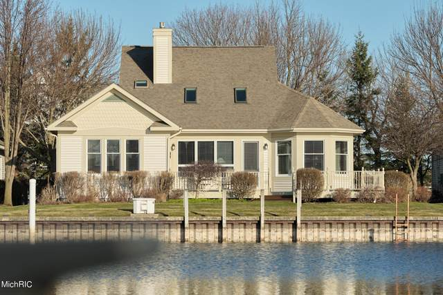 2 Harbor Point Lane, Manistee, MI 49660 (MLS #21010936) :: Deb Stevenson Group - Greenridge Realty