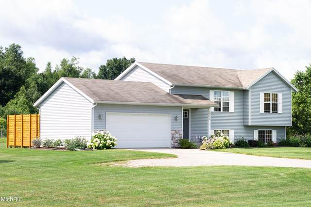 10510 Country Aire Drive NE, Rockford, MI 49341 (MLS #21011111) :: Ginger Baxter Group