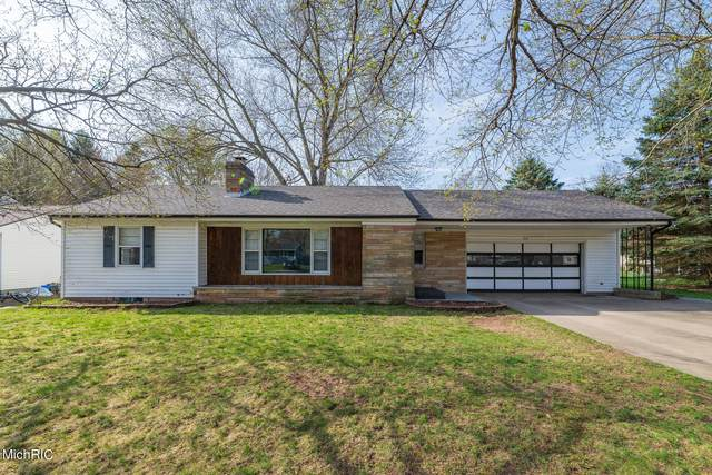 208 Cherrywood Drive, Plainwell, MI 49080 (MLS #21011288) :: CENTURY 21 C. Howard