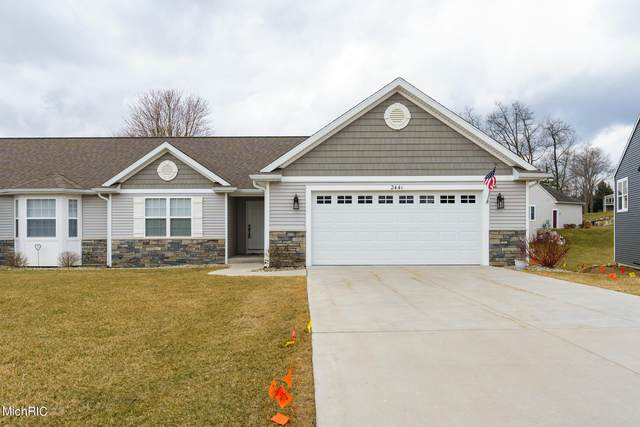 2441 Hunters Run, Kalamazoo, MI 49048 (MLS #21011953) :: Deb Stevenson Group - Greenridge Realty