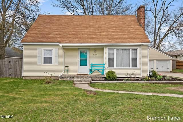 1235 Baldwin Street, Jenison, MI 49428 (MLS #21011969) :: Deb Stevenson Group - Greenridge Realty
