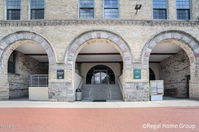 940 Monroe Avenue NW #350, Grand Rapids, MI 49503 (MLS #21011990) :: Ginger Baxter Group