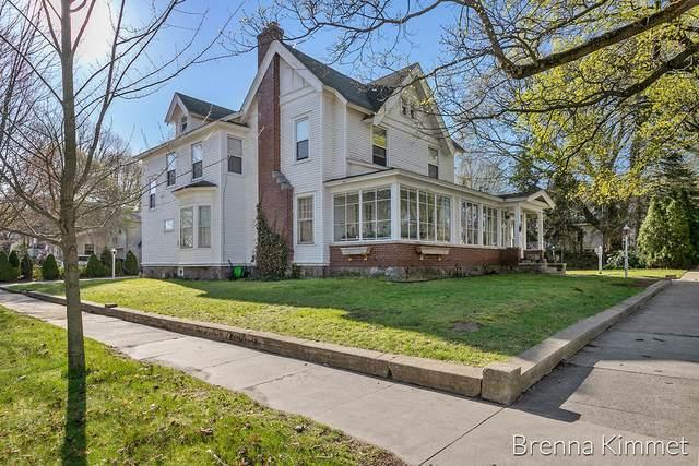 204 Hanover Street, Belding, MI 48809 (MLS #21012082) :: Deb Stevenson Group - Greenridge Realty