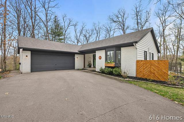 4988 Knob Hill Drive NE, Grand Rapids, MI 49525 (MLS #21012087) :: Deb Stevenson Group - Greenridge Realty