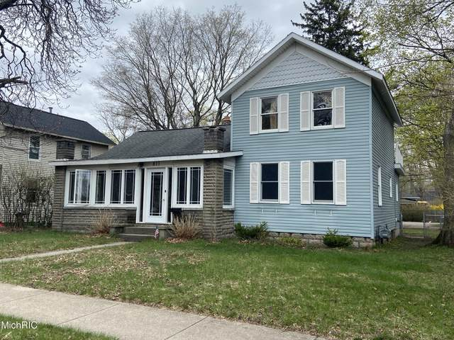 811 S Mears Avenue, Whitehall, MI 49461 (MLS #21012189) :: Your Kzoo Agents