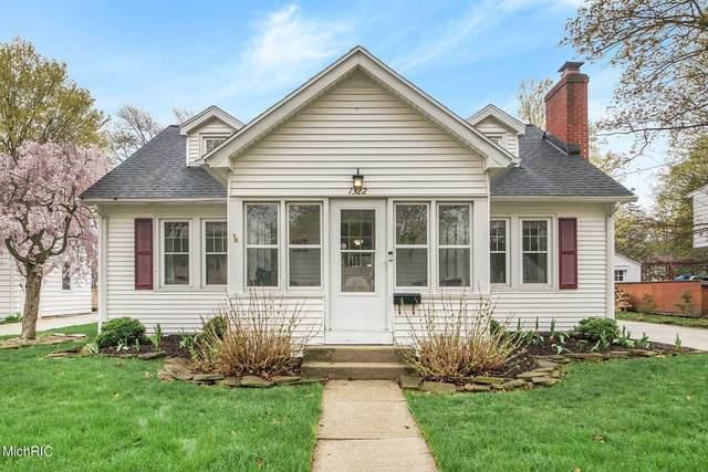 1322 Homecrest Avenue, Kalamazoo, MI 49001 (MLS #21012618) :: CENTURY 21 C. Howard