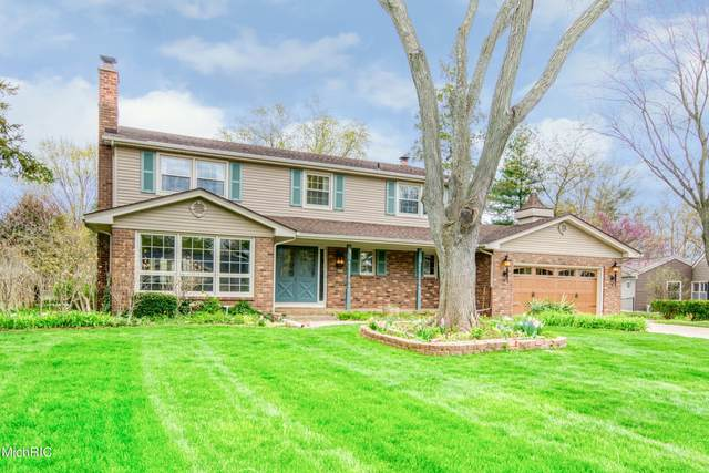 596 Saint Andrews Court SE, Grand Rapids, MI 49546 (MLS #21013365) :: JH Realty Partners