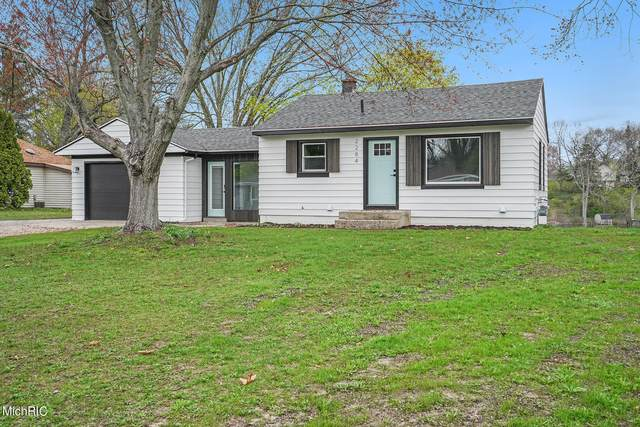 2284 Edgewater Drive NE, Grand Rapids, MI 49525 (MLS #21013452) :: JH Realty Partners