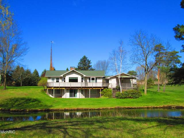3714 N 60th Avenue, Hart, MI 49420 (MLS #21013501) :: Your Kzoo Agents