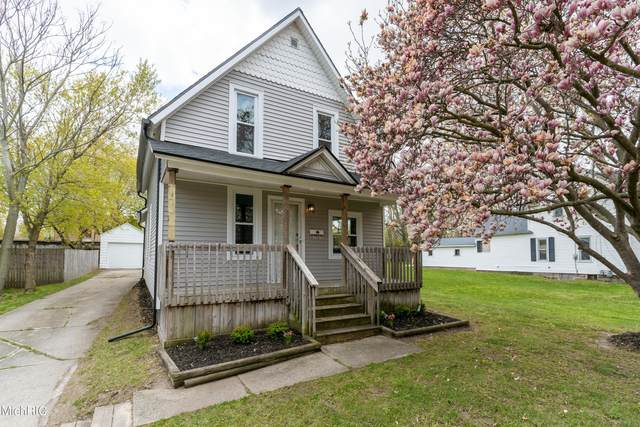 840 Spencer Street NE, Grand Rapids, MI 49505 (MLS #21013502) :: Ron Ekema Team