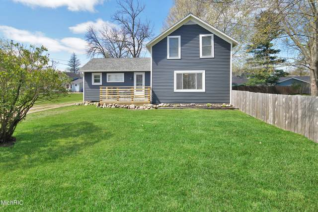 111 Prairie Avenue, Plainwell, MI 49080 (MLS #21013541) :: JH Realty Partners