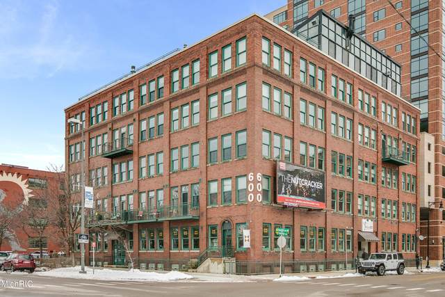 600 Monroe Avenue NW #211, Grand Rapids, MI 49503 (MLS #21013543) :: Your Kzoo Agents