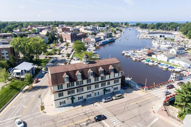 532 Dyckman Avenue B1, South Haven, MI 49090 (MLS #21013664) :: Deb Stevenson Group - Greenridge Realty