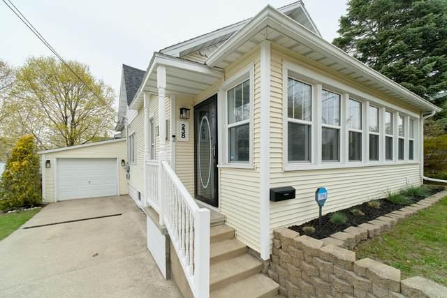238 3rd Avenue, Manistee, MI 49660 (MLS #21014420) :: Deb Stevenson Group - Greenridge Realty