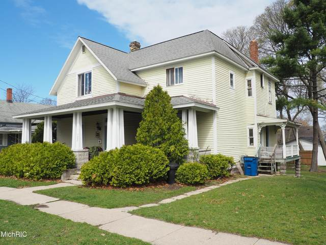 322 5th Avenue, Manistee, MI 49660 (MLS #21015167) :: Your Kzoo Agents