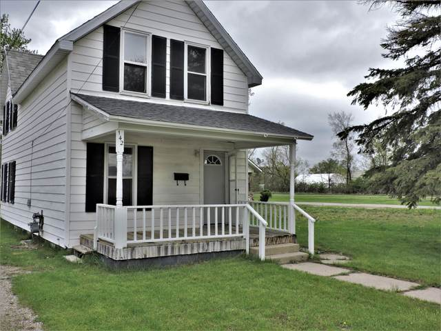 142 E Lincoln Avenue, Reed City, MI 49677 (MLS #21015275) :: Your Kzoo Agents