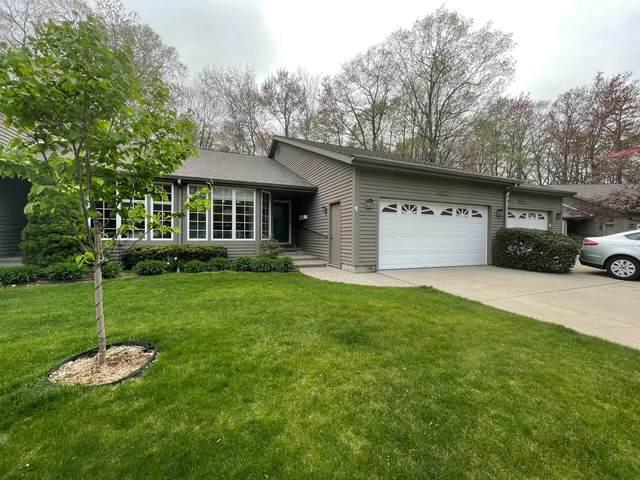 3691 Arborway Drive, Norton Shores, MI 49441 (MLS #21015282) :: Deb Stevenson Group - Greenridge Realty