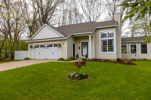 15163 Steves Drive, Grand Haven, MI 49417 (MLS #21015342) :: Your Kzoo Agents