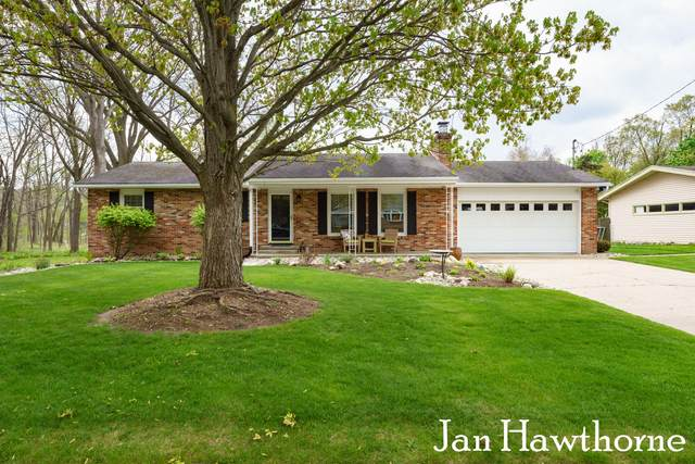 740 E Grant Street, Hastings, MI 49058 (MLS #21016134) :: Your Kzoo Agents