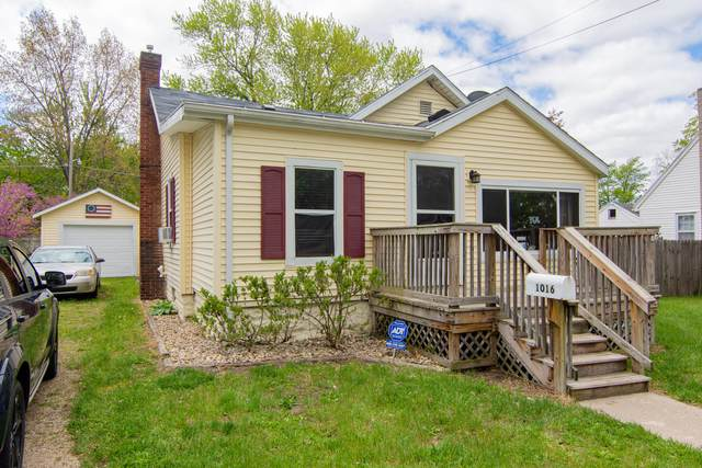 1016 Sycamore Street, Niles, MI 49120 (MLS #21016157) :: Deb Stevenson Group - Greenridge Realty