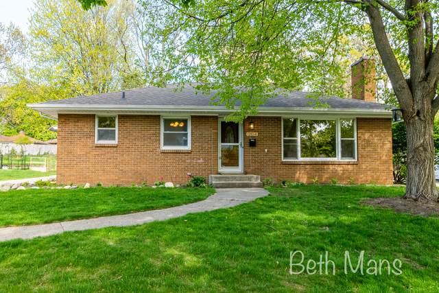 1814 Emerald Avenue NE, Grand Rapids, MI 49505 (MLS #21016195) :: CENTURY 21 C. Howard