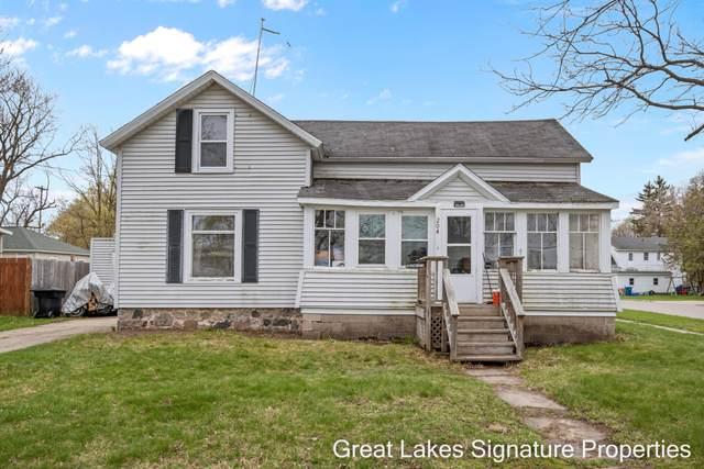 204 E Oak Street, Fremont, MI 49412 (MLS #21016380) :: BlueWest Properties