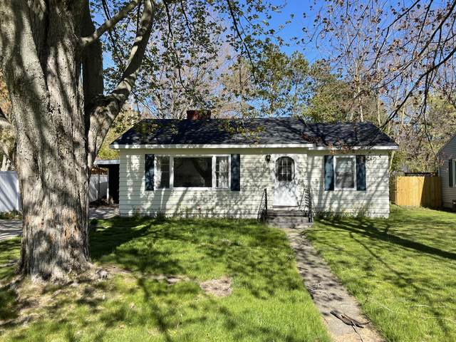 911 S Division Street, Whitehall, MI 49461 (MLS #21016430) :: Your Kzoo Agents