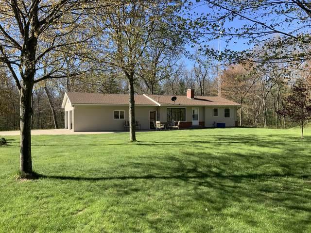 2720 E Croton Drive, Newaygo, MI 49337 (MLS #21016620) :: BlueWest Properties
