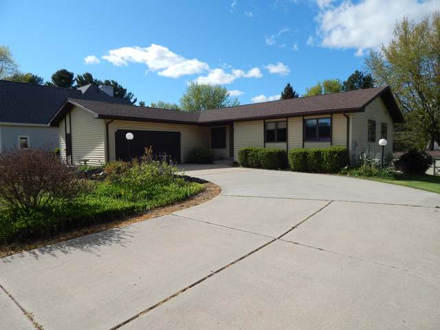617 Apache Drive, Fremont, MI 49412 (MLS #21016993) :: JH Realty Partners
