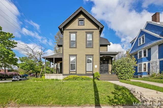 201 College Avenue NE, Grand Rapids, MI 49503 (MLS #21017009) :: JH Realty Partners