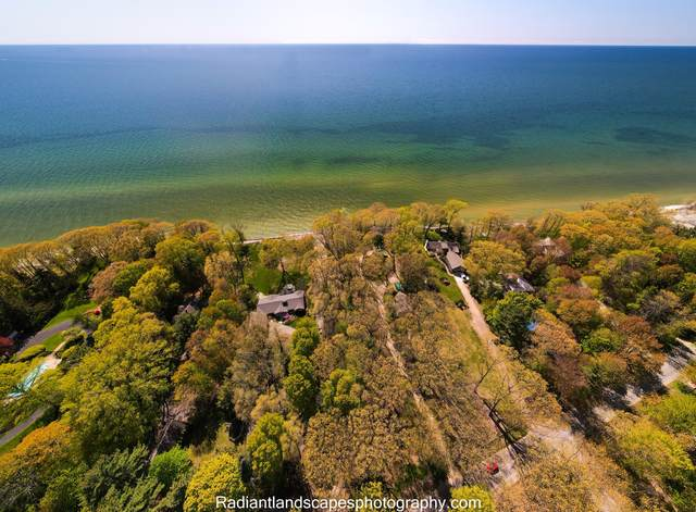2550 Lakeshore Dr. Drive, Fennville, MI 49408 (MLS #21018619) :: Deb Stevenson Group - Greenridge Realty