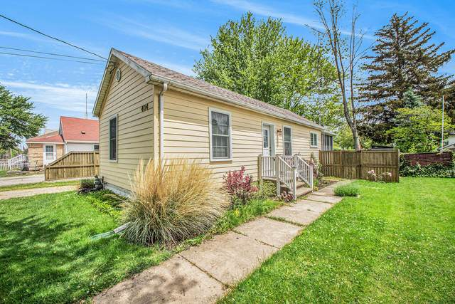 404 Cherry Street, Three Oaks, MI 49128 (MLS #21019585) :: JH Realty Partners