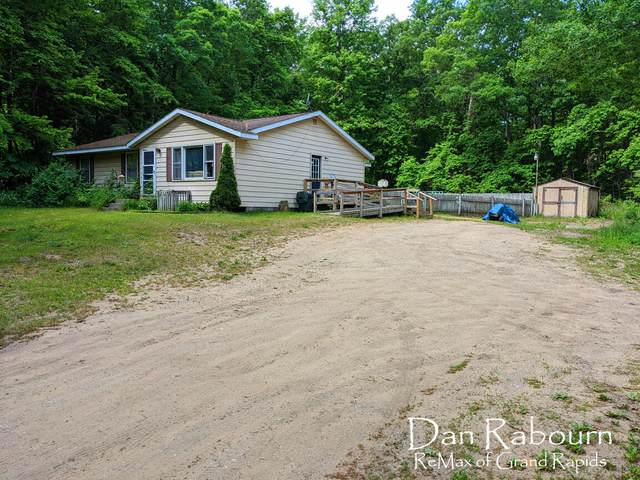 13717 104th Avenue, Grand Haven, MI 49417 (MLS #21021756) :: JH Realty Partners